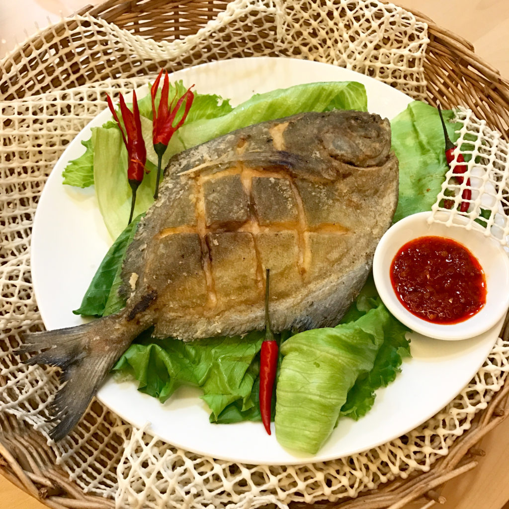 Crispy Fried Black Pomfret Recipe