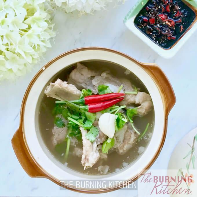 Bak Kut Teh (Pork Rib Tea Soup): This clear peppery soup with fall-off-the-bone-tender pork ribs goes best with a bowl of steaming white jasmine rice, fried dough fritters (you tiao) and chilli soy sauce dipping sauce. So yummy!