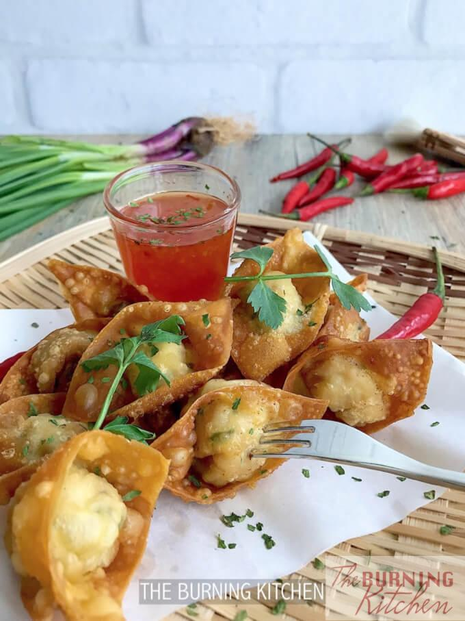 Crispy Wonton with Thai Sweet Chilli Sauce: Dig into this decadent golden crispy treat served with Thai Sweet Chilli Sauce for that burst of juicy, crispy, sweet and savoury flavours with each bite! Serve with Hong Kong noodles or simply on its own!