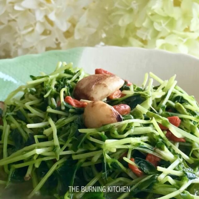 Garlic Dou Miao in Soup Base Recipe (Pea Shoots)
