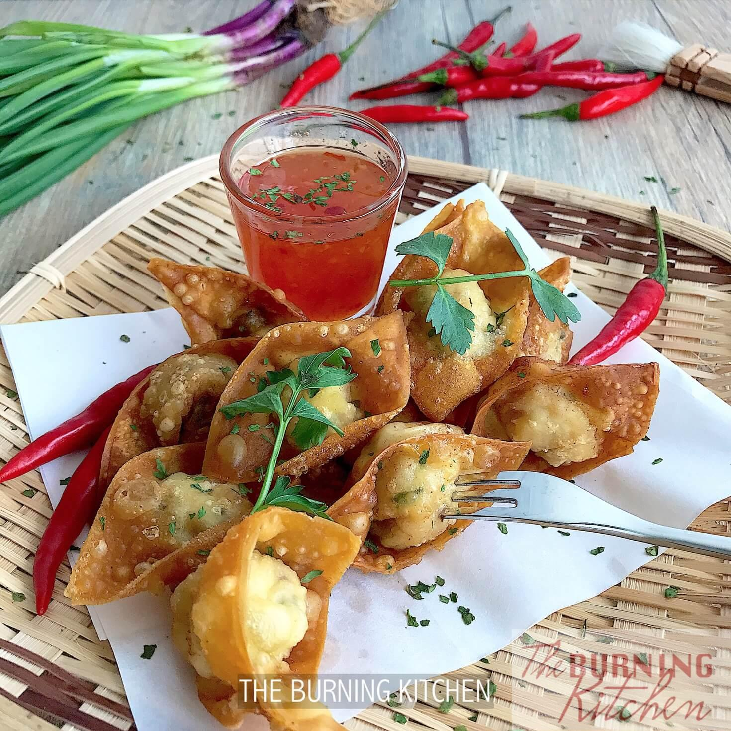 Crispy Wonton with Thai Sweet Chilli Sauce: Dig this decadent golden crispy treat served with Thai Sweet Chilli Sauce for that combination of juicy, crispy, sweet and savoury flavours that burst into your mouth! Serve with Hong kong noodles or on its own!