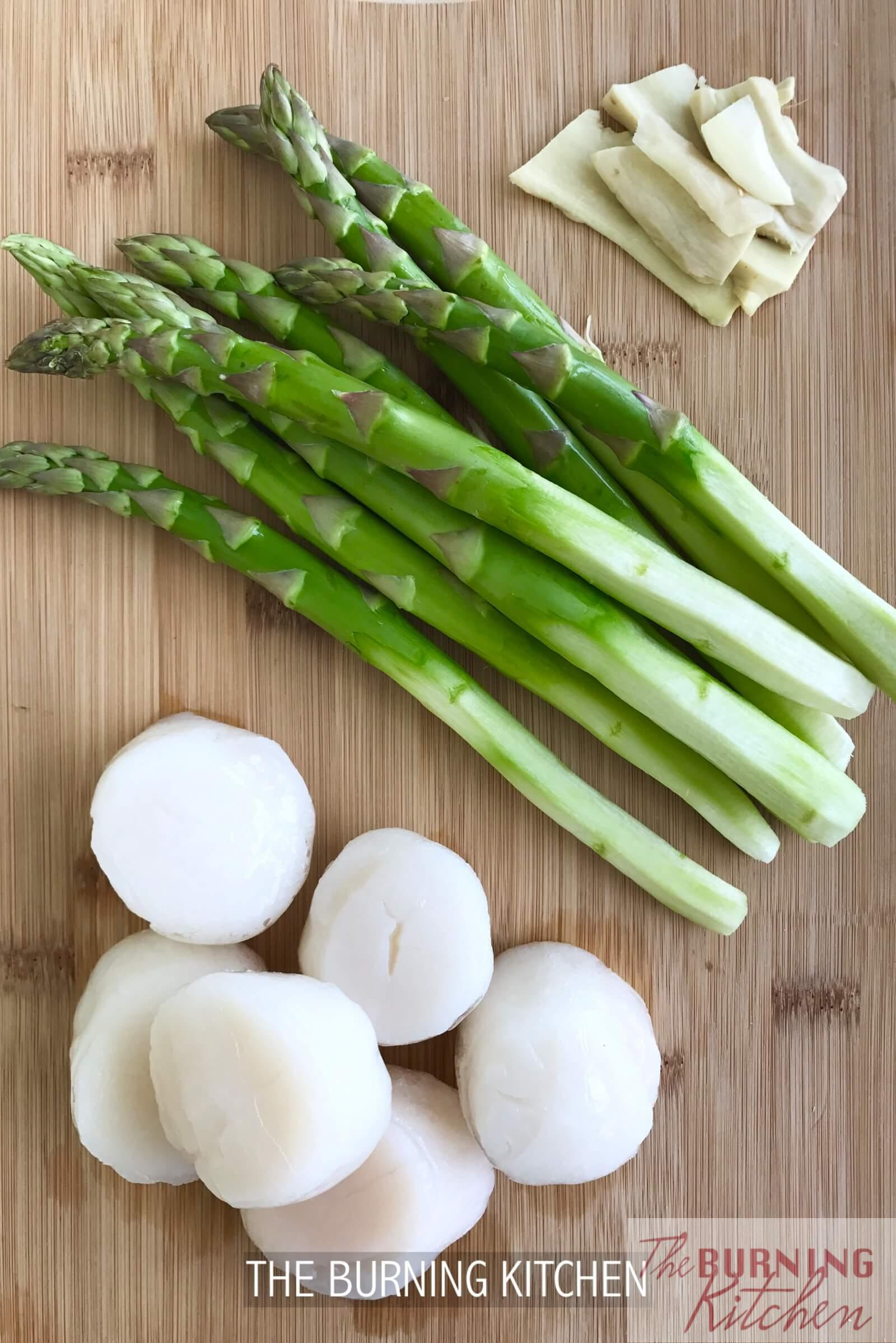 Seared Japanese Scallops with Asparagus: These savoury and oh so tender Japanese scallops goes perfect with the crunchy natural sweetness of asparagus, which help to balance out the dish. It may be costly though, so reserve this dish for a special occasion!