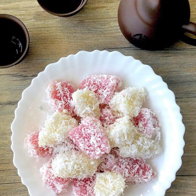 Steamed Tapioca/Cassava Cake (蒸木薯糕 / Kueh Ubi Kayu)