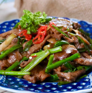 Beef with Ginger and Spring Onions (姜葱牛肉)
